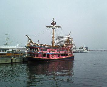 神戸港遊覧海賊船.jpg